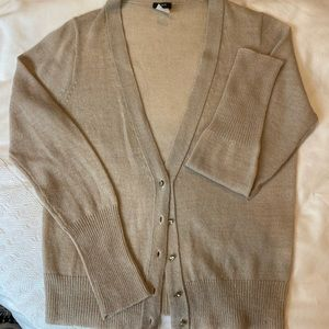 Delicate cardigan sweater with sparkle.